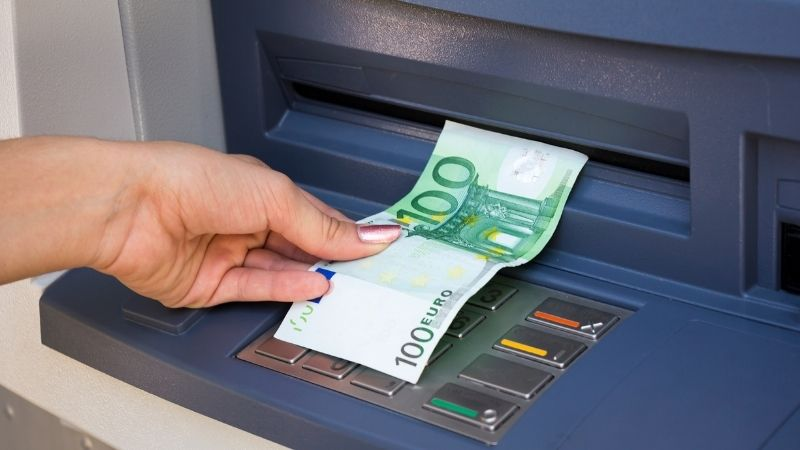 Know How to Avoid Problems While Depositing Money in ATM